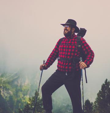 Giorgio Minguzzi che cammina in montagna con sweatcoin